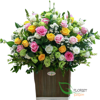 Order mixed roses basket in Saigon